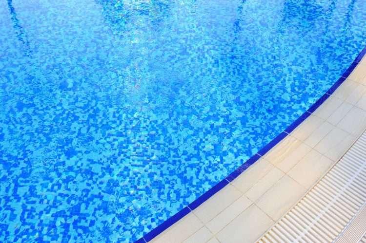 tratamiento quimico del agua de la piscina