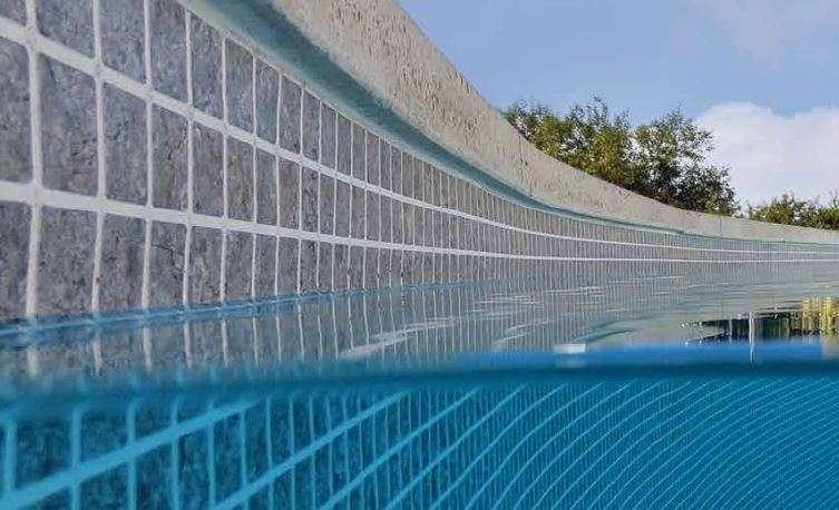 mantenimiento del liner en una piscina