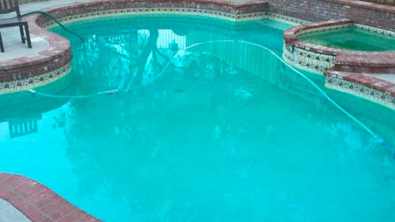 piscina de agua salada verde