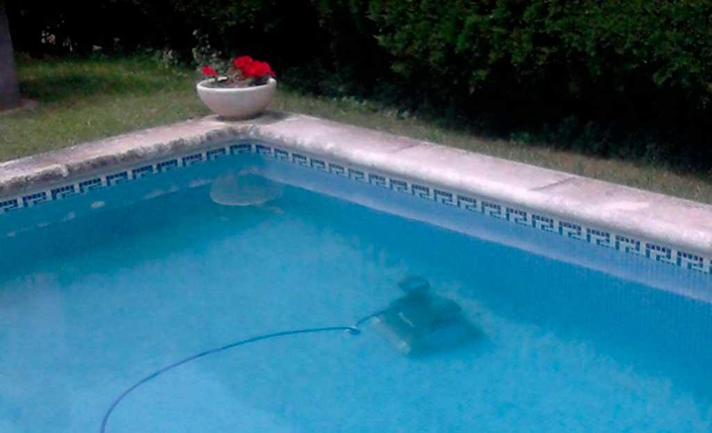 agua turbia en la piscina
