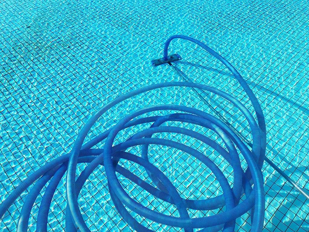 limpiafondos para el mantenimiento de la piscina