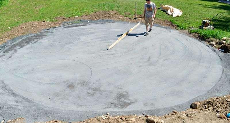 Nivelando el terreno para instalar una piscina desmontable