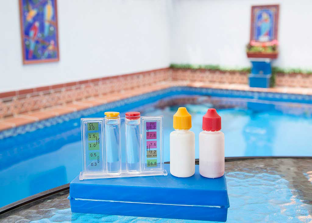 reducir el cloro de la piscina